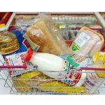 Почти 50% российских семей денег хватает только на еду и одежду