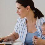 Сокращение штата. Обстоятельства личной жизни сотрудницы не влияют на статус одинокой матери